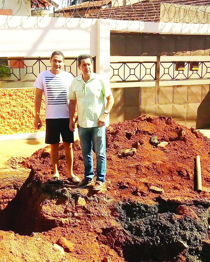 Vereador Alan Carlos comemora execução de obras no Mercês - Foto: Divulgação/PMU