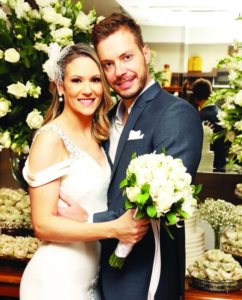 Maysa Veludo e Thiago Partezan casaram no último sábado em cerimônia para amigos íntimos e familiares, felicidades!