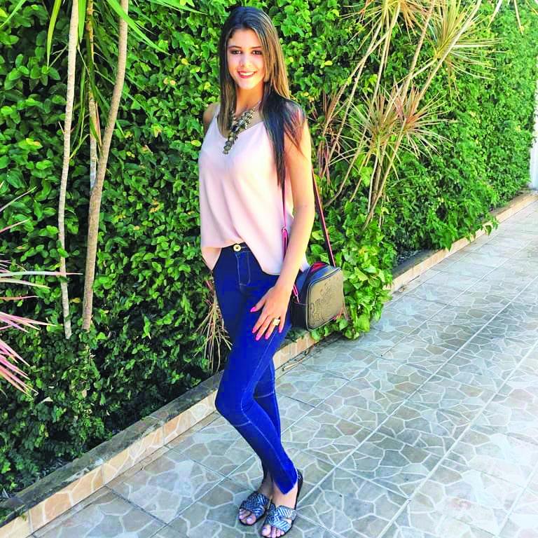Rafaela Roberta foi a linda aniversariante do último dia 3 de outubro, aos 15 anos com quase 1,80 ela é uma grande promessa para as passarelas