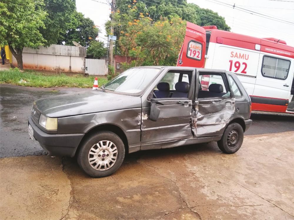 Carro ficou danificado após a batida no Parque das Américas