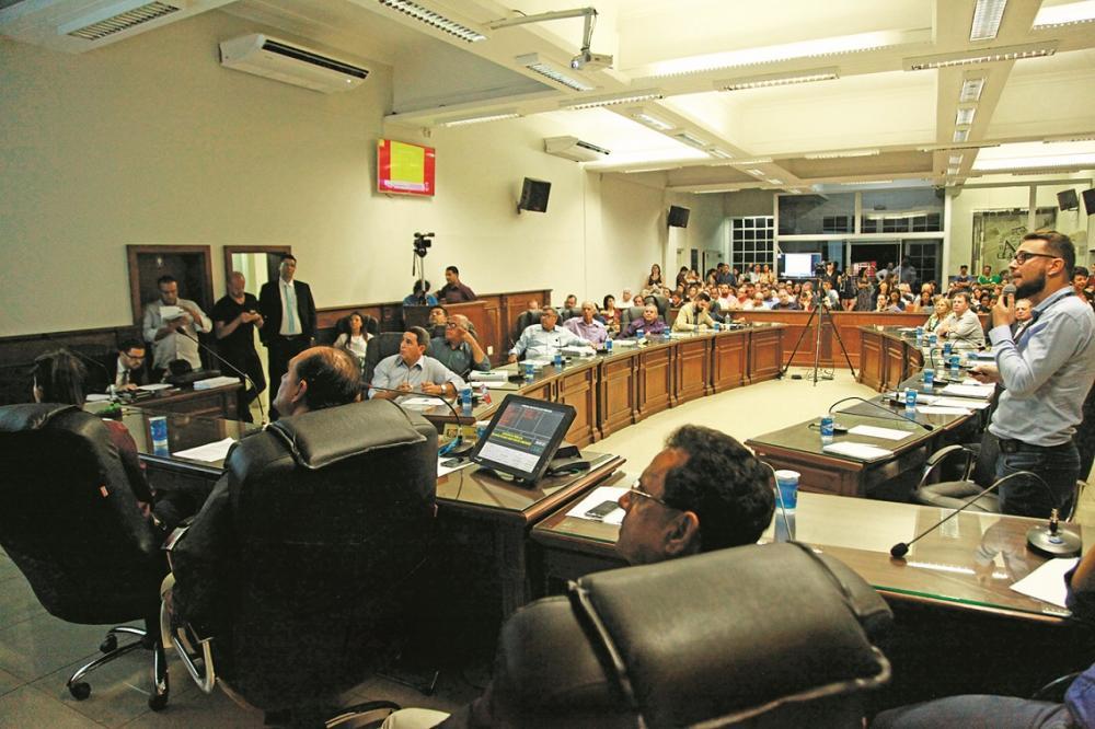 Plenário da Câmara ficou lotado para a discussão do Plano Diretor - Foto: Rodrigo Garcia/CMU