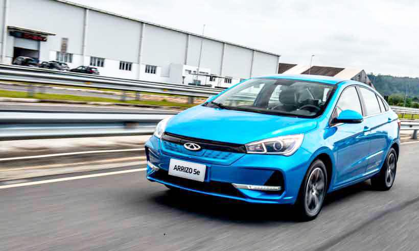 Modelo importado da China, Chery Arrizo 5e tem motor elétrico com 122cv de potência e autonomia declarada de 322 quilômetros