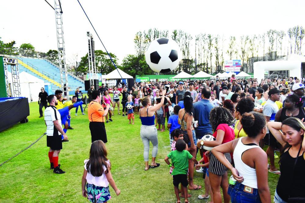 """As principais atrações foram """"Futebol Vertical"""" e """"Os Saltimbancos"""" para a alegria das crianças - Foto: Marco Aurélio/PMU"""