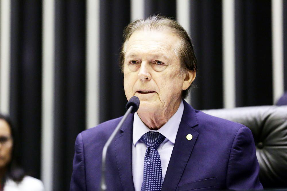 O deputado Luciano Bivar (PE), presidente do PSL, durante sessão na Câmara dos Deputados - Foto: Michel Jesus/Câmara dos Deputados