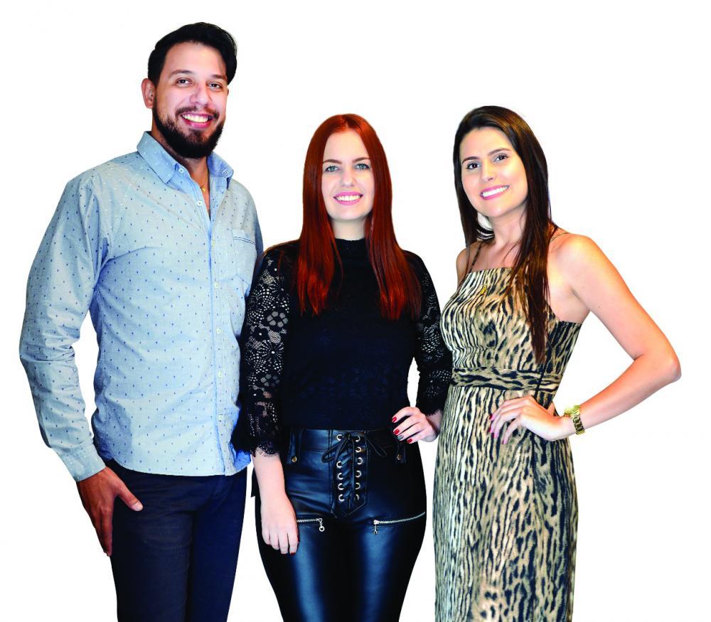 Rafael Menezes de Paiva Borges, Fernanda Tonim Tófoli e Marina Bianchi Santos da Formatto Arquitetos foram os responsáveis pelo projeto e execução do belíssimo stand da Revista Mulheres no Loft IEATM – Expocigra 2019