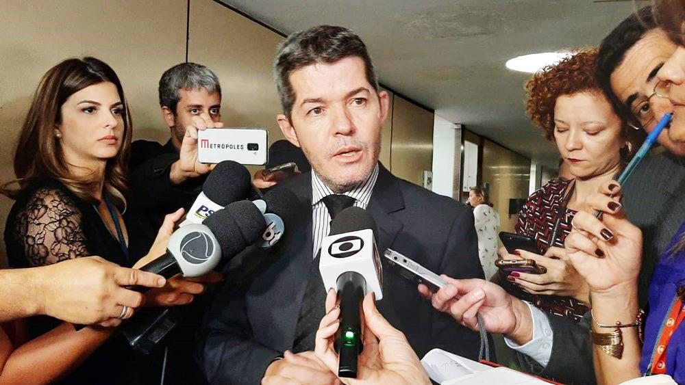 O deputado Delegado Waldir durante entrevista na qual acusou Bolsonaro de pressionar parlamentares para destituí-lo da liderança do PSL - Foto: Fernanda Calgaro / G1