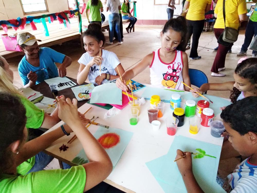 De 18 a 20 de outubro, cerca de 30 jovens participarão de oficinas de saúde, beleza e recreação para a população local