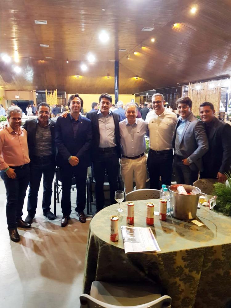 Presidente do JORNAL DE UBERABA, Lawrence Borges, prestigiando a 7ª ExpoCigra Fiemg, junto com secretários, vereador e funcionários da Concip - Foto: Leo do Gas