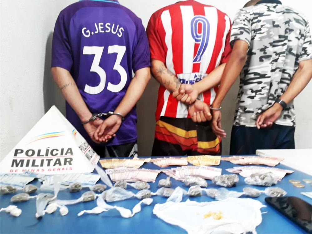 Drogas e dinheiro foram encontrados com os suspeitos