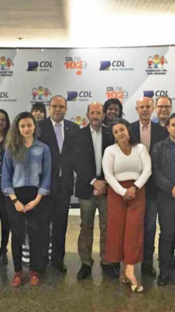 Marcelo Souza(presidente da CDL BH), Ângelo Crema(presidente da CDL/Uberaba), Bruno Falci(presidente da JUCEMG) e equipe CDL