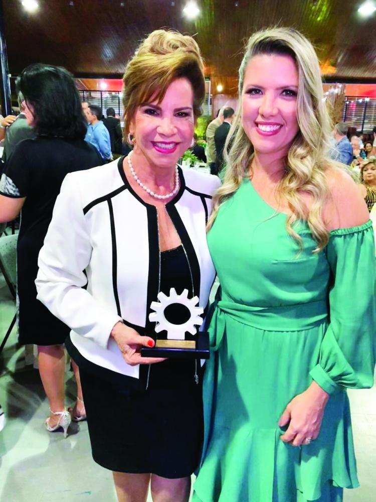 Empresária Ângela Toledo Ma, agraciada com o Mérito Industrial do ano, ao lado de Elisa Araújo, presidente da Fiemg Regional Vale do Rio Grande, no lançamento da ExpoCigra 2019