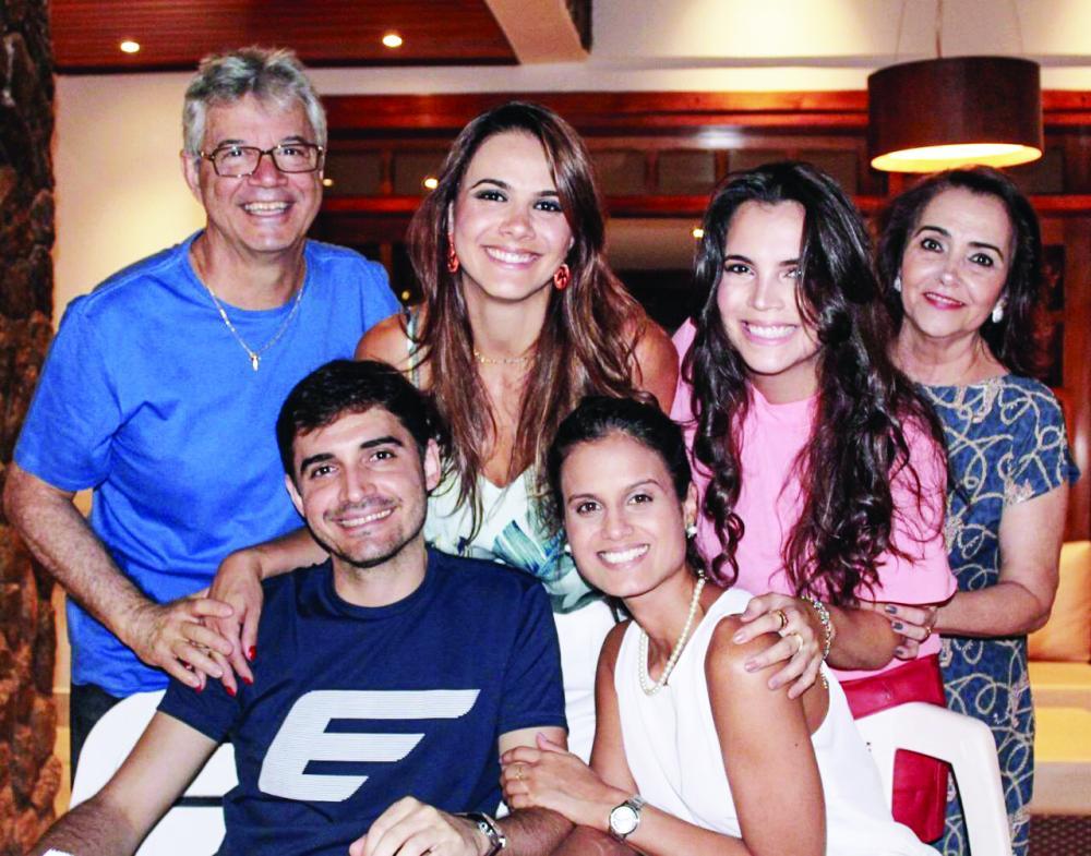 Marcela Pimenta comemorou seu aniversário no último sábado (19) ao lado dos pais Dr. Fernando Pimenta e Silvana, dos irmãos Fernanda e Guilherme, e da cunhada Nayara