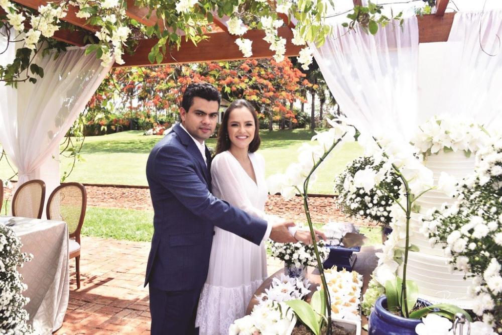 Lamartine Mendes Júnior e Marcela Dornfeld se casaram em romântica cerimônia no dia 26 de outubro na bela fazenda Invernada