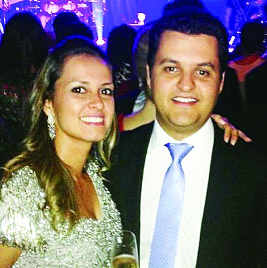 Luis Gustavo Brasil um dos grandes nomes da advocacia uberabense comemorou seu aniversário ontem, dia 2 de novembro. Na foto, ao lado da esposa Marcela Martins Brasil
