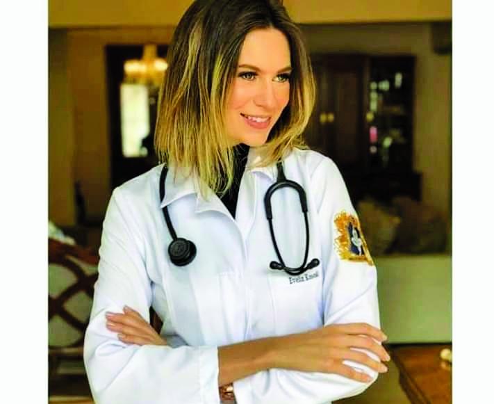 A futura médica Evelyn Kososki, a bela universitária do curso de medicina da Unaerp, de Ribeirão Preto, foi a festejada aniversariante do último domingo - Foto: Divulgação