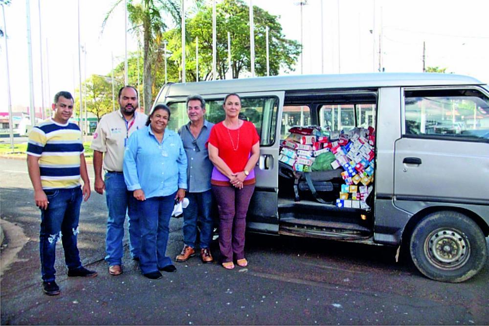 Entrega de donativos para Centro Espirita Caminho da Paz