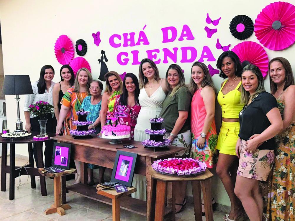 A super querida Glenda Porto veio da Espanha para se casar no Brasil e no último sábado (2) ganhou chá de lingerie das amigas