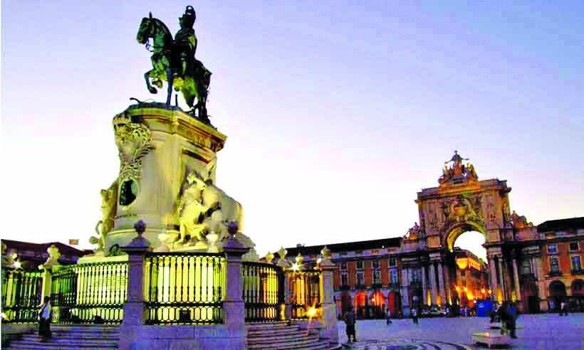 Praça do Comércio, a estátua de D. José I e o arco triunfal da rua Augusta - Fotos: Carlos Altman/em/d.a press
