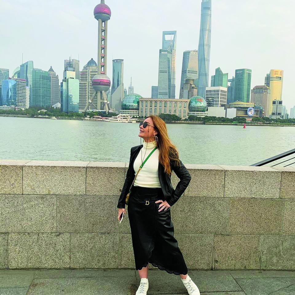 Monica Abreu está na China garimpando novidades e fazendo o que gosta, aproveitando as coisas boas da vida