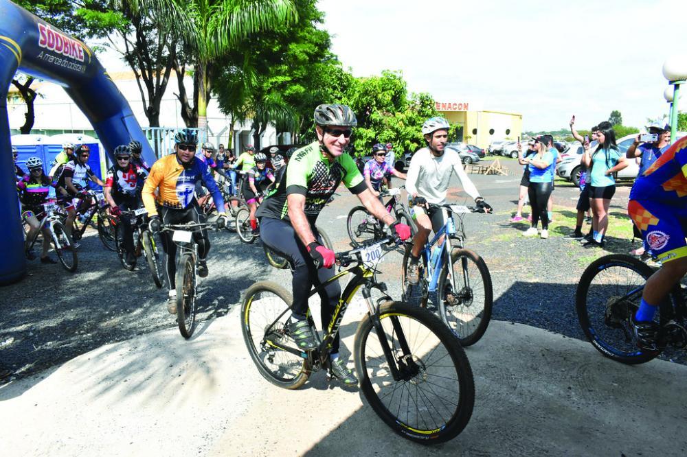Prefeito Paulo Piau foi segundo em sua categoria no 1º Desafio Dan Inn de Mountain Bike - Foto: Marco Aurélio/PMU