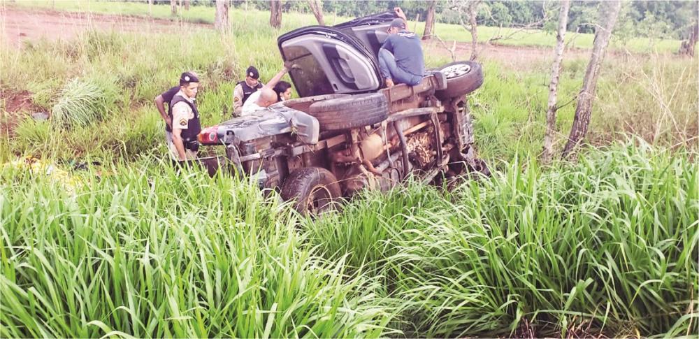 Veículo ficou destruído após o acidente - Foto: Juliano Carlos