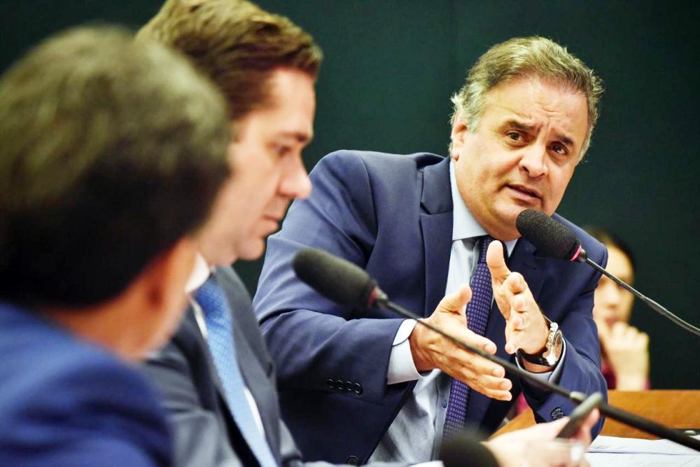 Aécio Neves teve aprovado seu relatório sobre a PEC que estabelece a transferência direta para estados e municípios dos recursos de emendas parlamentares feitas ao Orçamento Federal - Foto: Divulgação