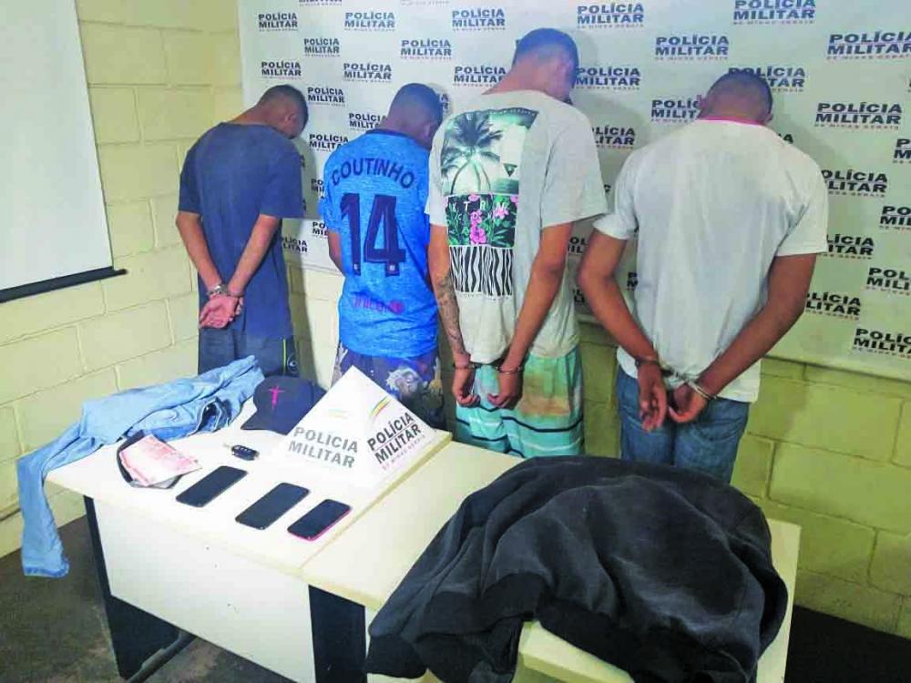 Acusados foram detidos durante a madrugada - Foto: Juliano Caros