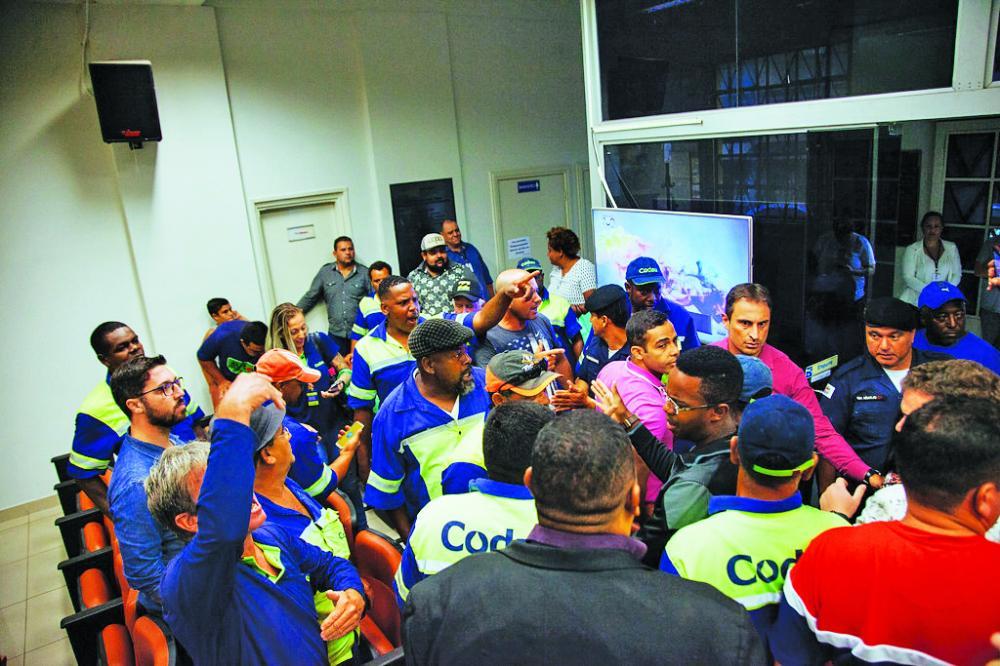 Durante a reunião quase houve confronto entre os servidores da Codau e funcionários do vereador Thiago Mariscal - Foto: Rodrigo Garcia/CMU