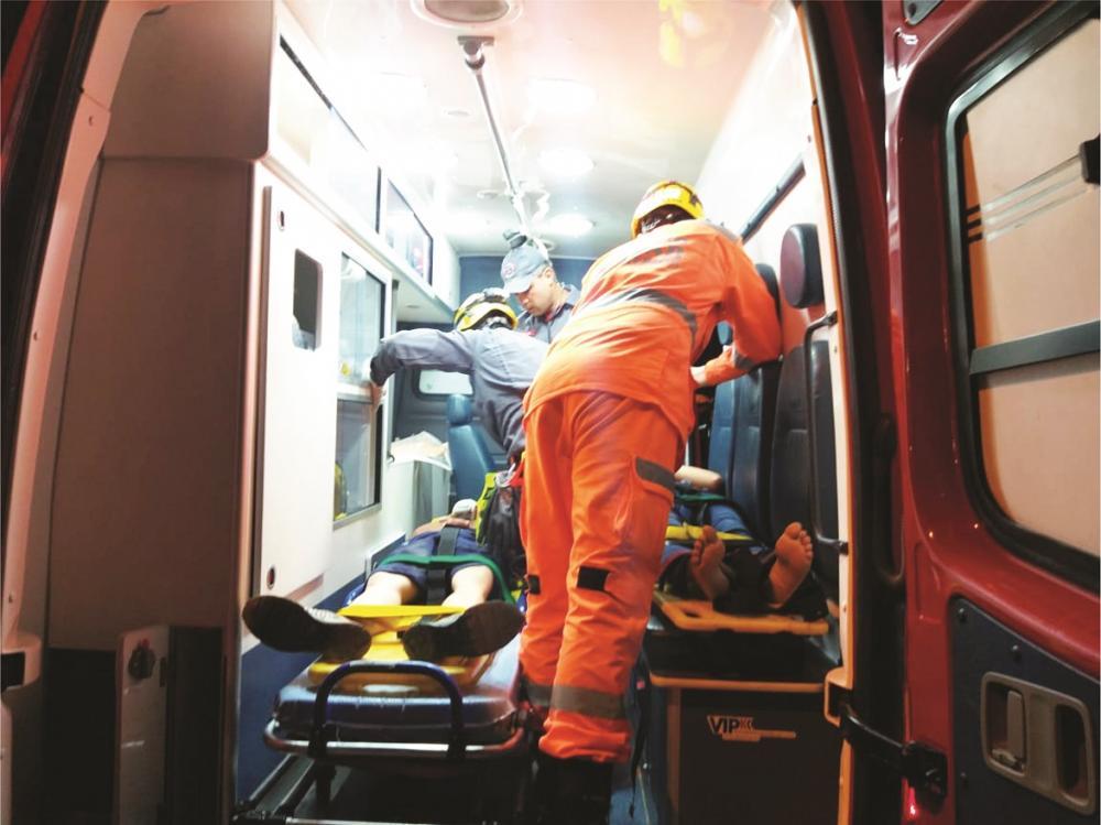Vítimas foram socorridas por Bombeiros após o acidente