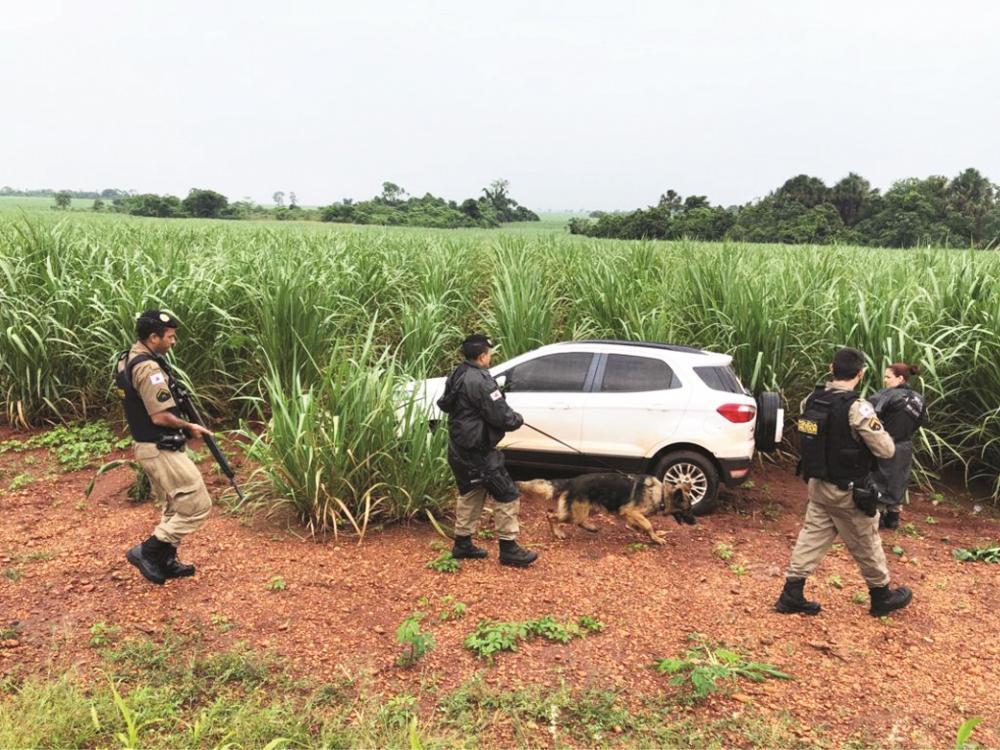 Automóvel foi recuperado após perseguição - Foto: Divulgação