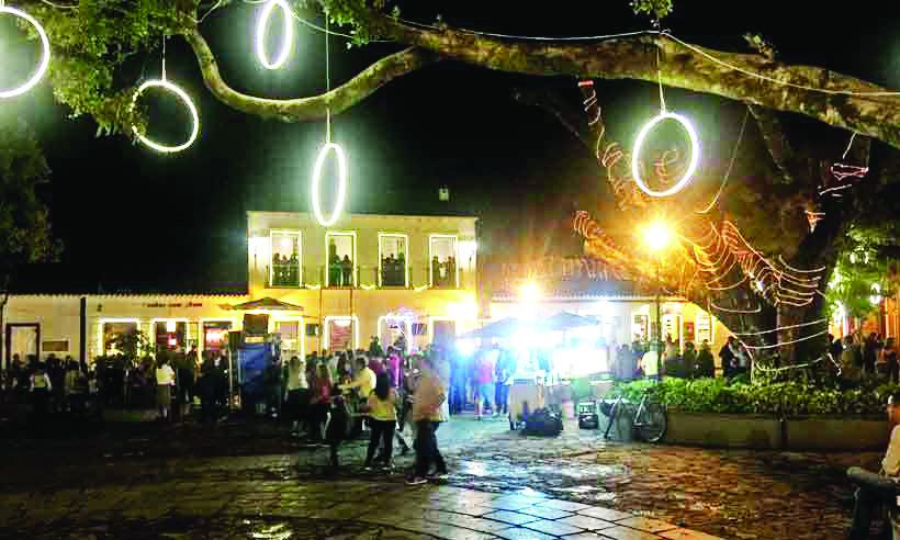 Largo das Forras, palco de shows e apresentações de corais, ilumina-se para o espírito do Natal - Fotos: Hudson Franco/EM/d.A Prees