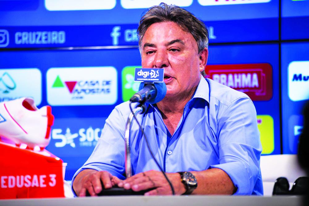 Gestor do futebol do Cruzeiro, Zezé Perrella, afirma que não pode reclamar de empenho dos jogadores, mas pede foco total na situação do time até o fim do Brasileiro, em encontro na Toca - Foto: Bruno Haddad