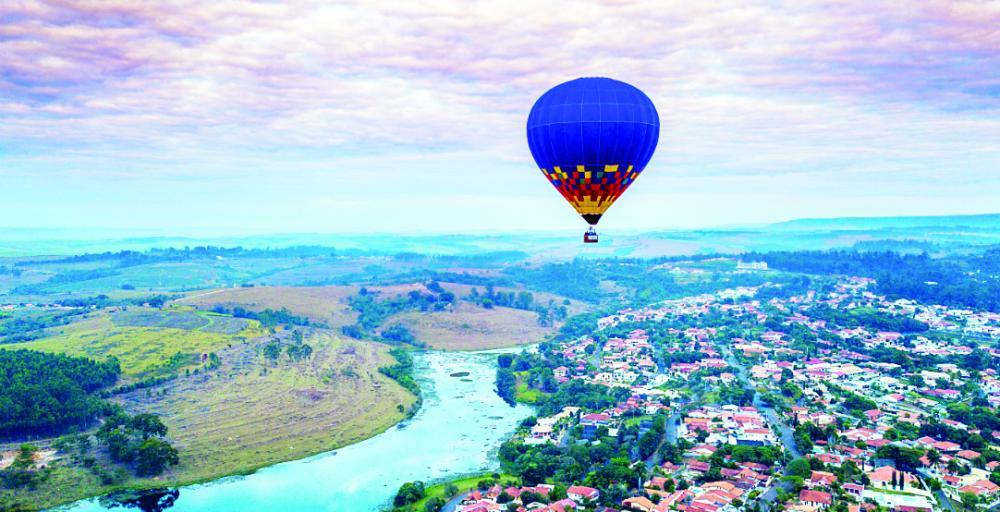 Balonismo, asa-delta e parapente são atrativos para turistas em busca de aventura no ar - Fotos : Divulgação