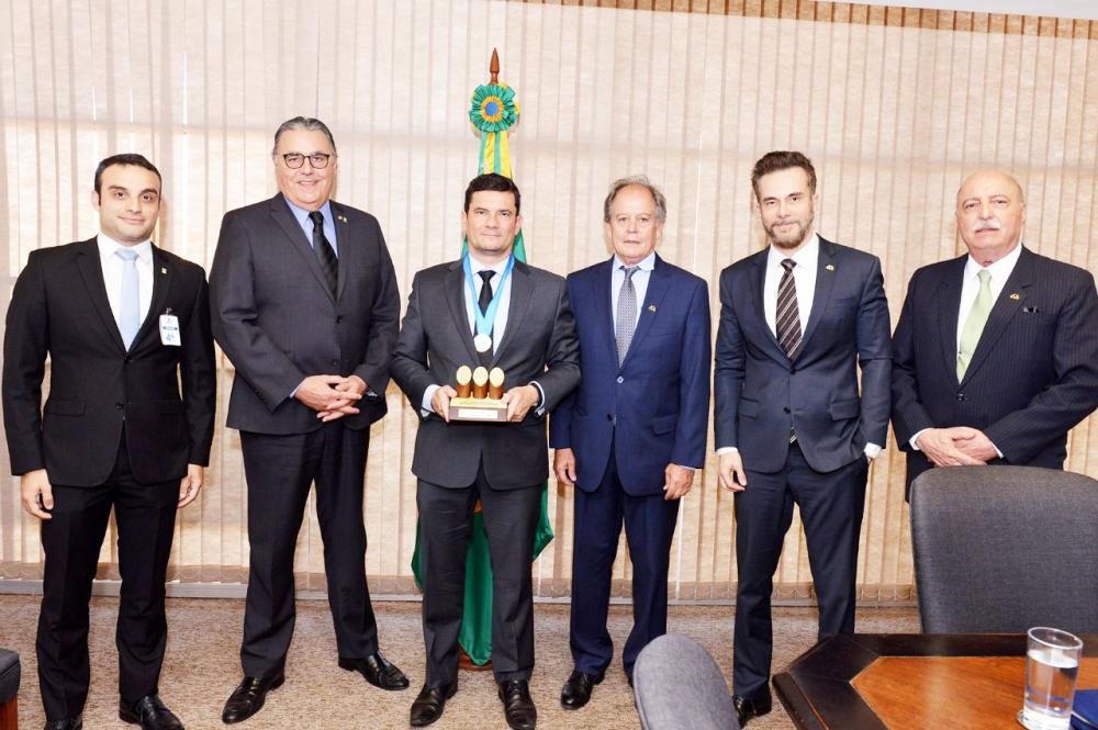 Presidente da ABCZ, Arnaldo Manuel de Souza Machado Borges presta homenagem ao ministro de Justiça Sérgio Moro