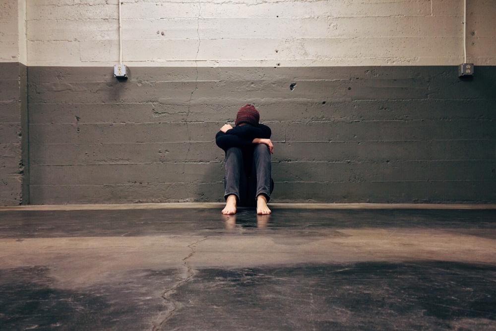 Alguns dos sintomas presentes na ansiedade são tensão intensa, muito frequente ou constante, pensamento agitado, dificuldade em conviver com as preocupações, angústia e dificuldades de conciliar o sono - Foto: Pixabay