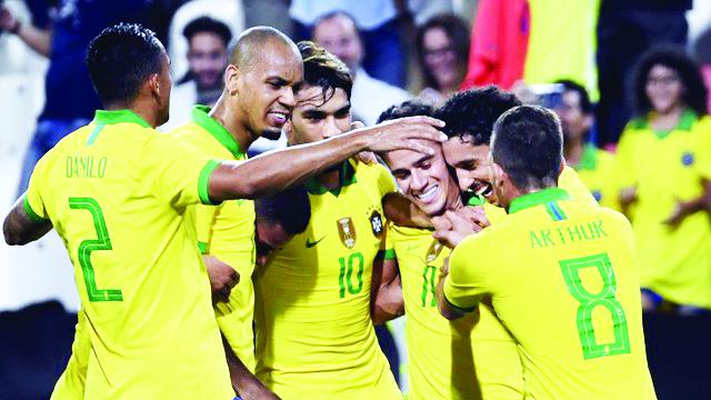 Jogadores da seleção brasileira comemoram gol contra a Coréia do Sul - Foto: AFP
