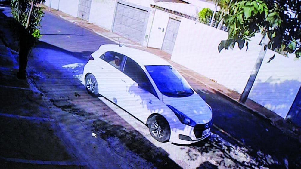 Carro usado na fuga foi flagrado por câmeras de segurança - Foto: Divulgação