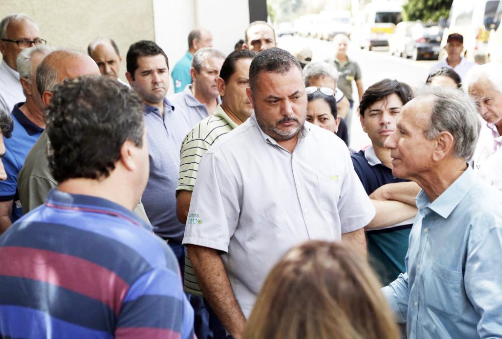 O prefeito Paulo Piau conversou com os motoristas de vans e garantiu solucionar o pagamento imediatamente- Foto: Divulgação