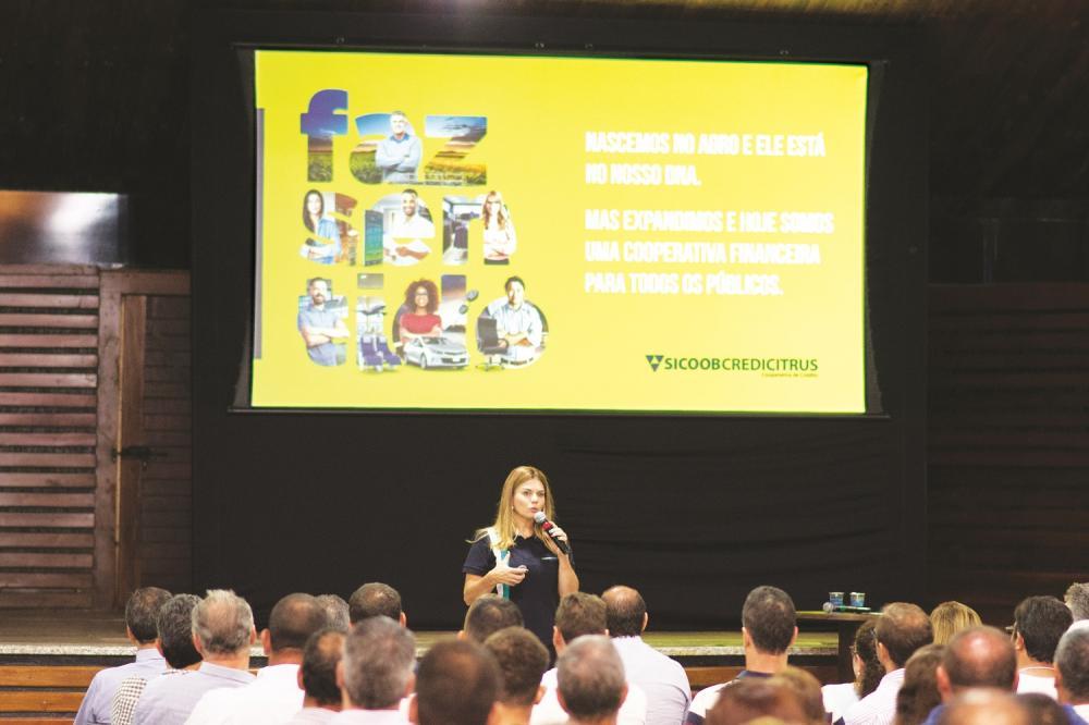 Gláucia Oliveira Perri Santos - Gerente de Relacionamento durante encontro da Credicitrus - Foto: Divulgação