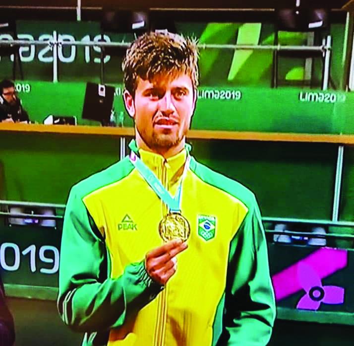 O brilhante tenista uberabense, João Menezes, conquistou para o BRASIL no domingo, a Medalha de Ouro no Pan-Americano do Peru