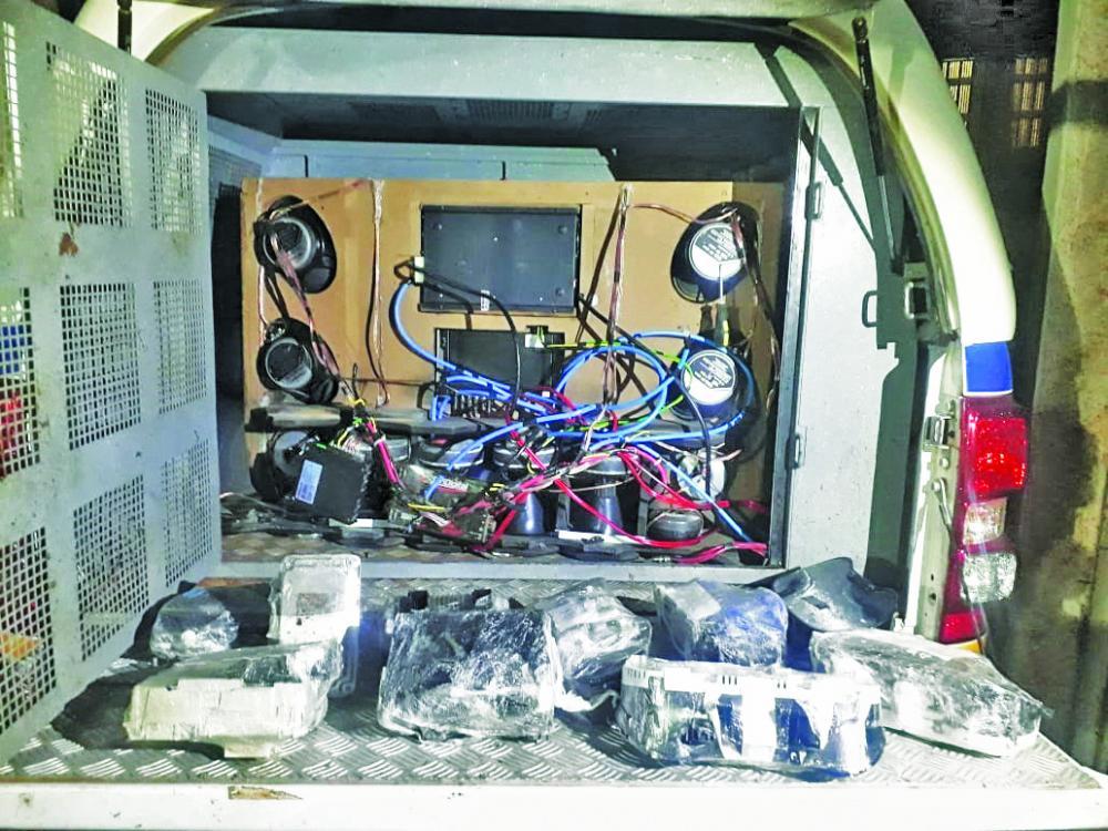 Várias centrais de veículos foram encontradas pelos policiais - Foto: Juliano Carlos