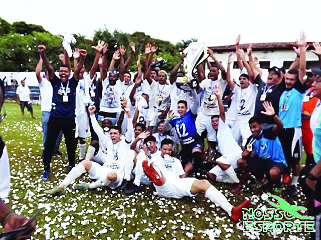 Jogadores do Nacional comemoram a conquista do Regional Sub-20 - Foto: Nossoesporte.com.br