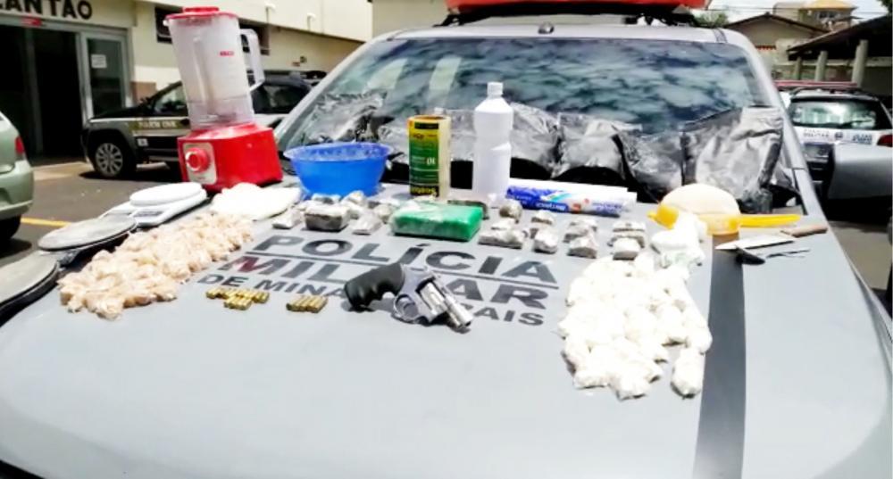 Drogas, armas e dinheiro foram apreendidos na operação
