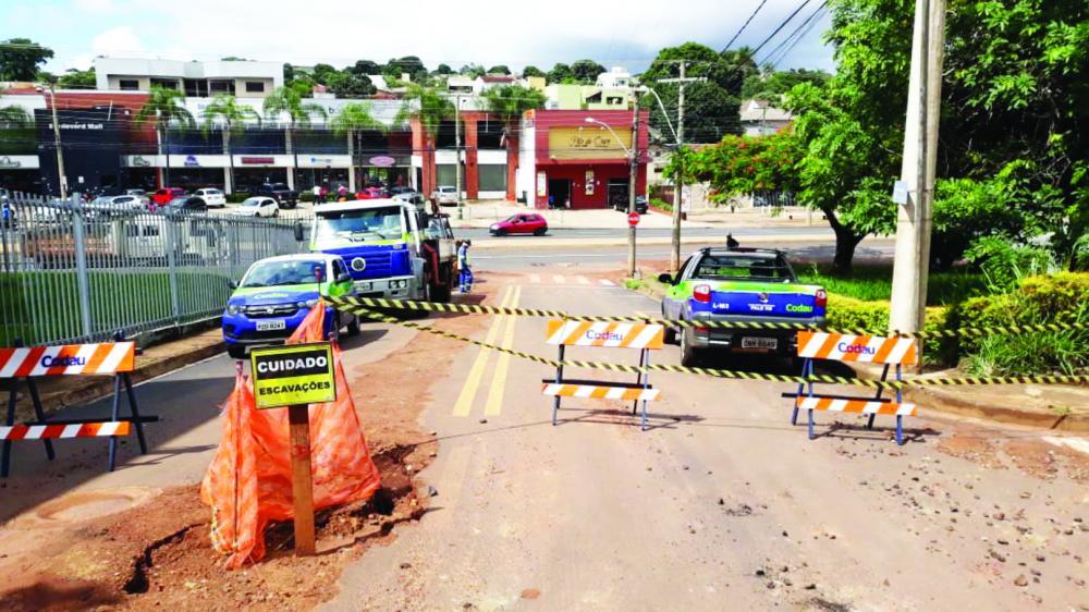 Codau iniciou ontem a substituição de dois ramais de galeria de água pluvial no conjunto Frei Eugênio - Foto: Divulgação/Codau