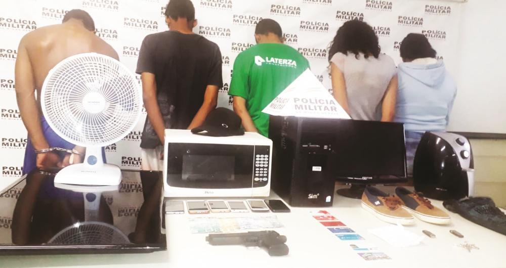 Acusados foram presos pela PM com os materiais roubados: Veículo roubado foi recuperado - Fotos: Juliano Carlos