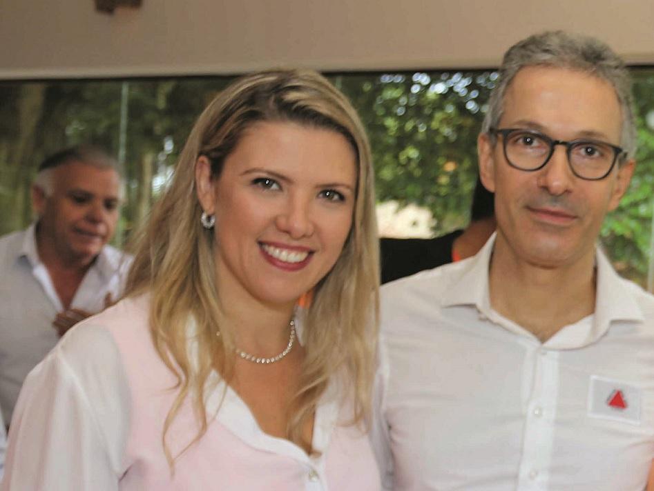 Elisa Araújo, presidente da Fiemg Regional Vale do Rio Grande, e o governador Romeu Zema (Novo) - Foto: Paulo Lúcio