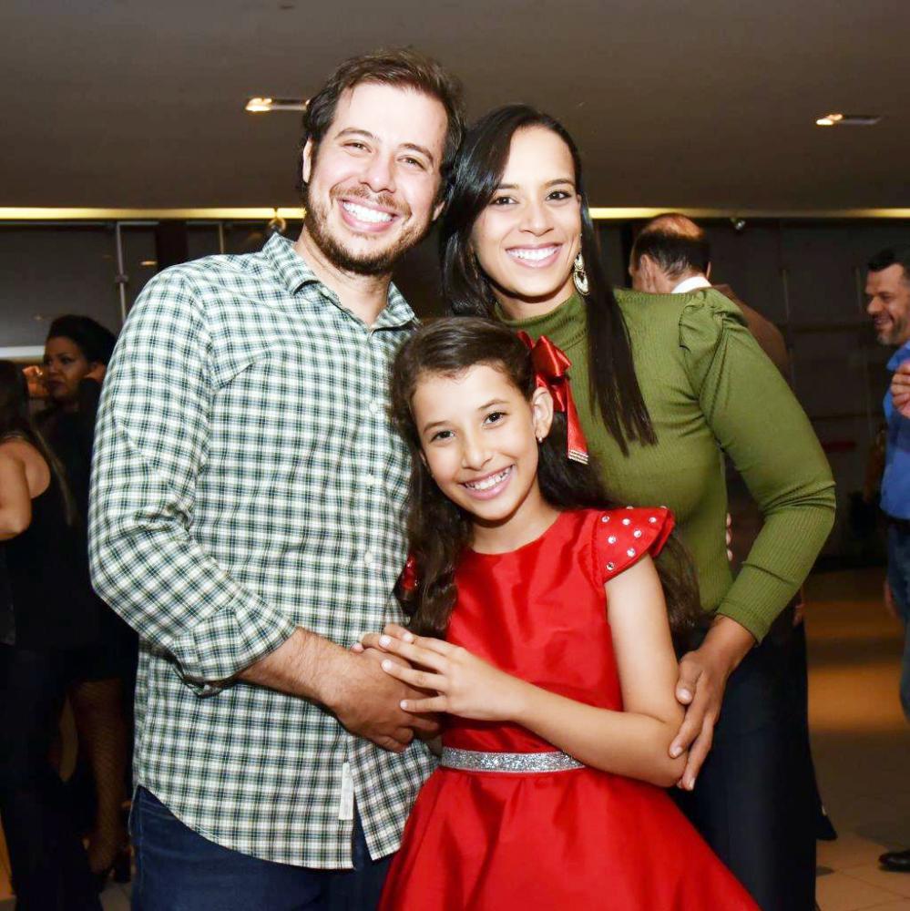 A família de Rafaela e Leandro Pucci de Assis vai passar o Dia da Família ao lado da filha Maria Eduarda Pacheco Pucci de Assis, uma cantora incrível