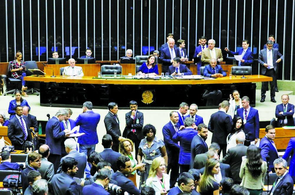 Deputados reunidos no plenário da Câmara durante a sessão desta segunda-feira (2) - Foto: Cleia Viana/Câmara dos Deputados