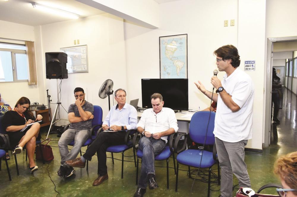 Secretário de Saúde Iraci Neto fala sobre o trabalho da Vigilância Sanitária durante o 13º Diálogo Institucional, realizado na segunda-feira - Foto: Marco Aurélio/PMU