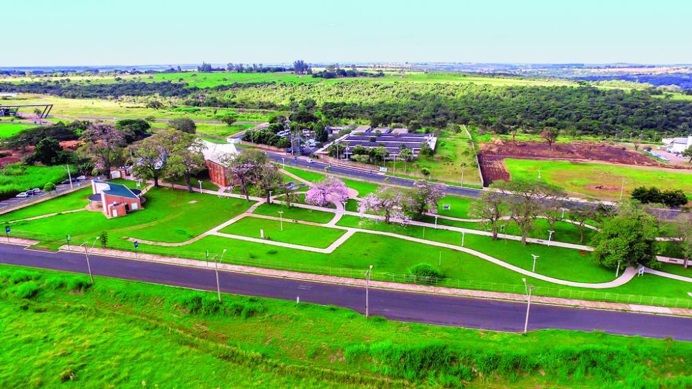 Foi assinado ontem a homologação adjudicação que autoriza a construção do prédio do novo Centro de Inovação do Parque Tecnológico - Foto: Marco Aurélio/PMU